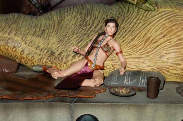 black_series_slave_leia5